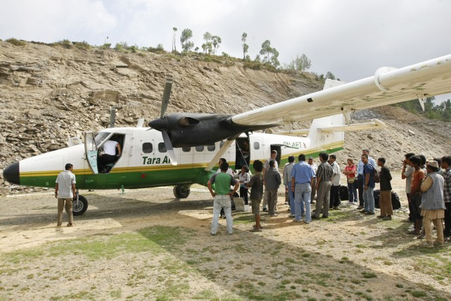 Les restes calcinés du Twin Otter de la... (PHOTO PRAKASH MATHEMA, ARCHIVES AFP)