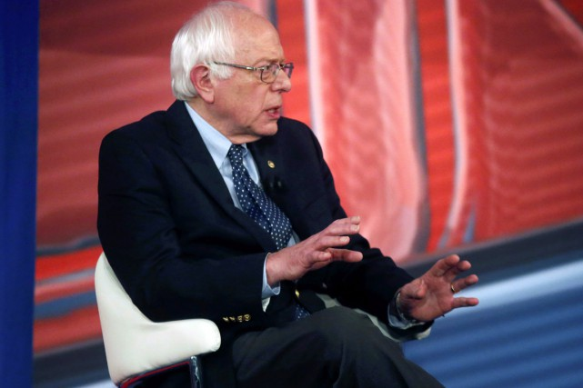 Bernie Sanders s'exprimait mardi soir lors d'un forum... (PHOTO GERALD HERBERT, AP)