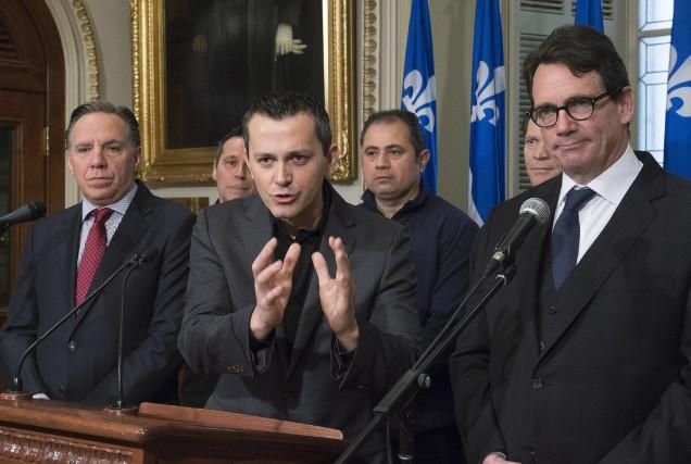 François Legault,Jean Poirier, du syndicat des travailleurs d'Aveos,et... (Photo PC)