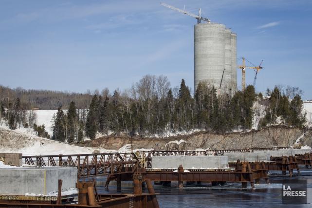 La cimenterie de Port-Daniel-Gascons, en Gaspésie, déjà financée avec un... (PHOTO OLIVIER PONTBRIAND, ARCHIVES LA PRESSE)