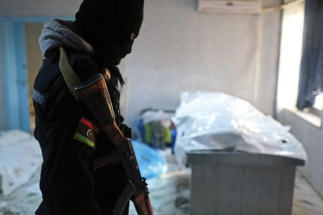 Des membres de la branche libyenne du groupe... (Photo AP)