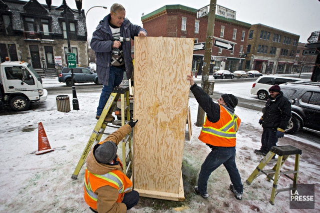 La statue de Claude Jutra dans le parc du même nom à Montréal a été nettoyée de... (PHOTO PATRICK SANFAÇON, LA PRESSE)