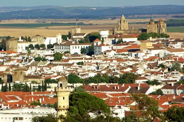 Construite à l'intérieur de remparts du XIVesiècle, Evora... (123RF/Inacio Pires)