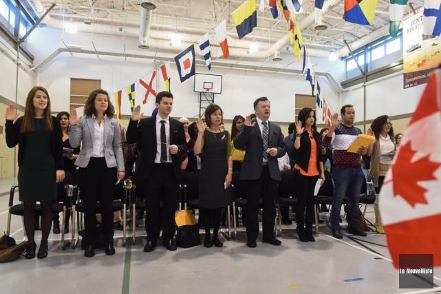 Pas moins de 40 nouveaux arrivants ont reçu leur citoyenneté, mercredi, dans le... (François Gervais, Le Nouvelliste)