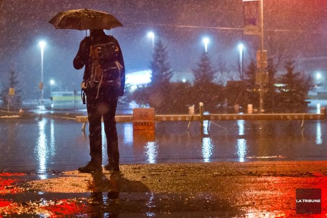 Une surcharge d'eau au poste de pompage du boulevard Bertrand-Fabi à Sherbrooke... (Archives La Tribune, Jessica Garneau)