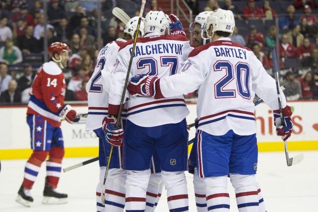 Alex Galchenyuk est félicité par ses coéquipiers après... (AP, Evan Vucci)