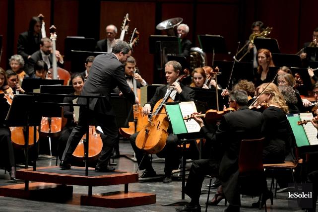 Les mains aux mouvements précis du chef d'orchestre... (Le Soleil, Erick Labbé)