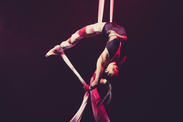 Un numéro du Cirque Éloize.... (PHOTO JOHANY JUTRAS, FOURNIE PAR LA TOHU)