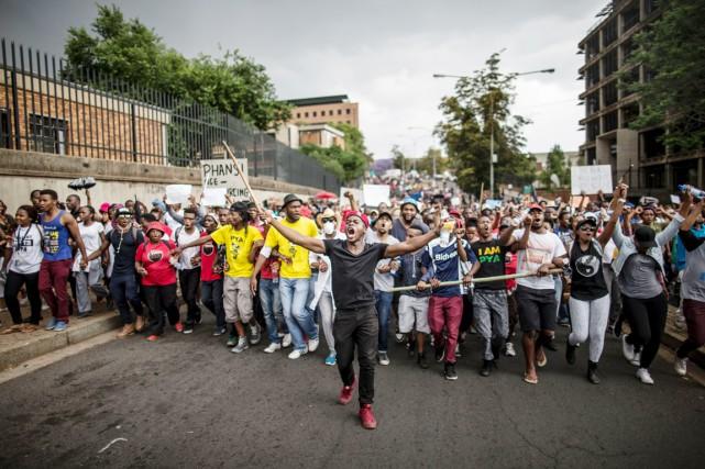 Ces nouvelles tensions dans les milieux universitaires sud-africains... (PHOTO MAROC LONGARI, ARCHIVES AFP)