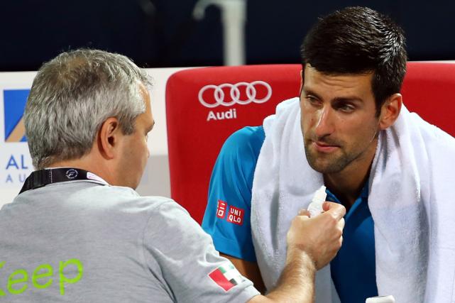 Novak Djokovica dû demander l'aide d'un thérapeute durant... (Photo Marwan Naamani, AFP)
