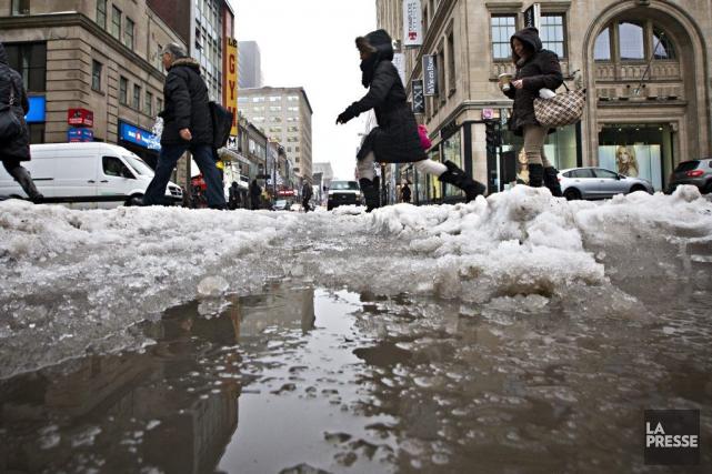 Neige, pluie, verglas, rafales ont causé de nombreux... (PHOTO PATRICK SANFACON, LA PRESSE)