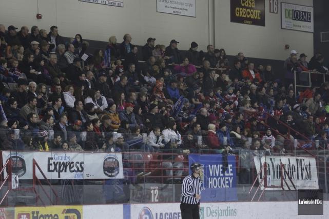 L'an dernier, quelque 2500spectateurs avaient assisté au match... (Archives La Voix de l'Est)