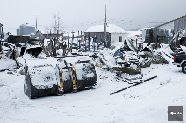 Un incendie probablement d'origine électrique a complète ravagé... (Photo Le Quotidien, René Bouchard)