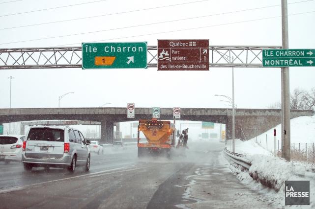 Le pont de la rue de l'Île-Charron, à... (PHOTO MARTIN CHAMBERLAND, LA PRESSE)