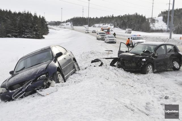 Sur l'autoroute 70, deux véhicules se sont tamponnés... ((Photo Le Quotidien-Rocket Lavoie))