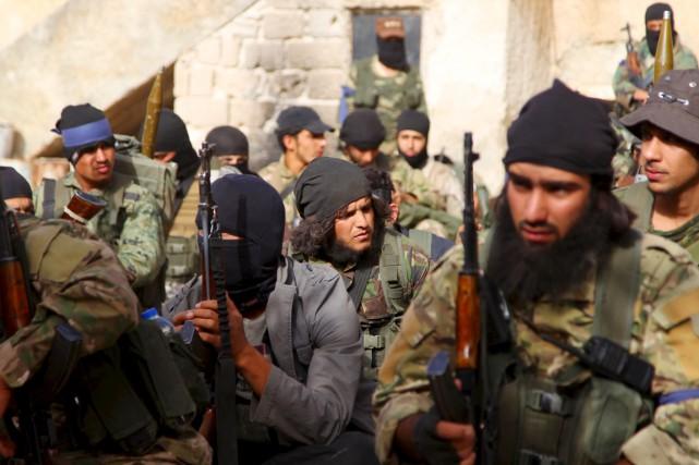 Des djihadistes du Front al-Nosra, dans le gouvernorat... (PHOTO AMMAR ABDULLAH, ARCHIVES REUTERS)