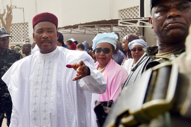 Le président Issoufou, 63 ans, qui briguait un... (PHOTO ISSOUF SANOGO, ARCHIVES AFP)