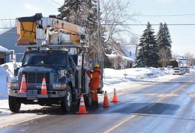 Les employés d'Hydro-Québec répondent à plusieurs milliers de... (photo: François Gervais)