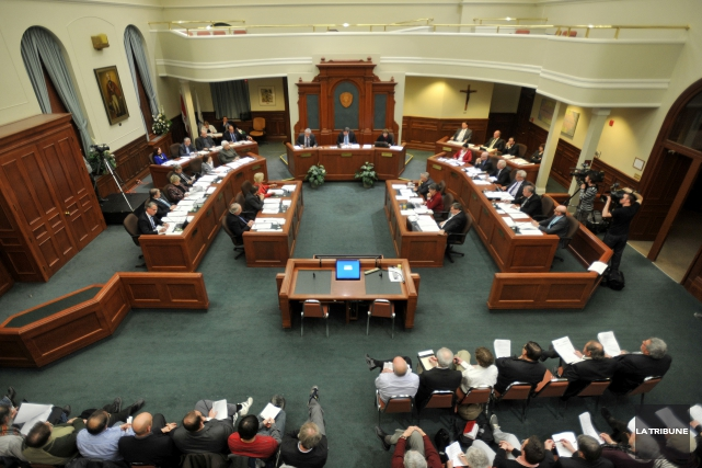 Le Regroupement des élus municipaux indépendants (RÉMI) pour la démocratie... (Archives La Tribune, Frédéric Côté)