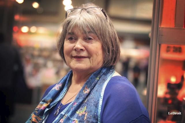 L'auteure Michèle Matteaureprésente les auteurs de l'Ontario français... (Etienne Ranger, LeDroit)