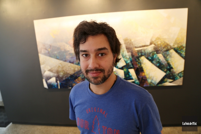 L'artiste sherbrookois Étienne Saint-Amant présente une nouvelle exposition,... (Photo La Voix de l'Est, Janick Marois)