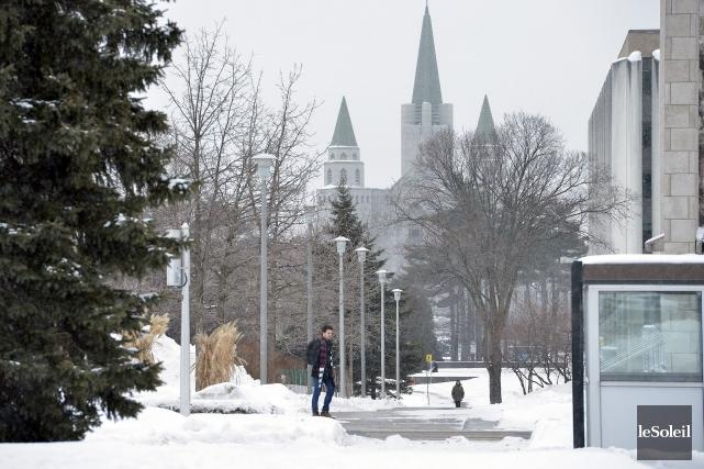L'Université Laval se situetout juste derrière le géant... (Photothèque Le Soleil, Jean-Marie Villeneuve)