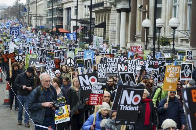 Des milliers de manifestants se sont donné rendez-vous... (PHOTO NIKLAS HALLE'N, AFP)