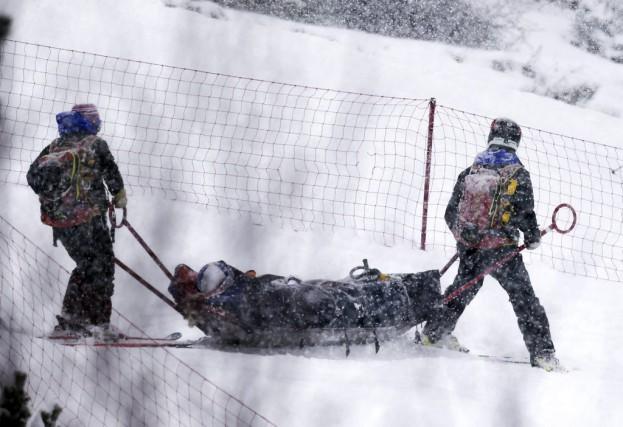 Allongée sur une civière, LindseyVonn a été évacuée... (PHOTO PIER MARCO TACCA, AP)
