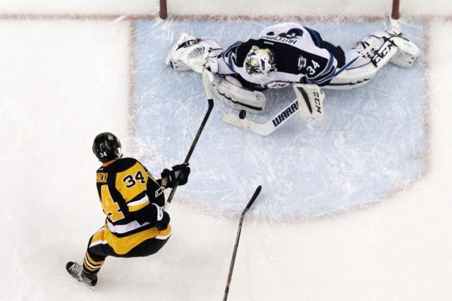 Carl Hagelin a inscrit deux buts et les Penguins de Pittsburgh ont souligné le... (Photo USA Today Sports)