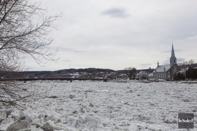 Le niveau de la rivière Chaudière continuait de... (Photothèque Le Soleil, Caroline Grégoire)