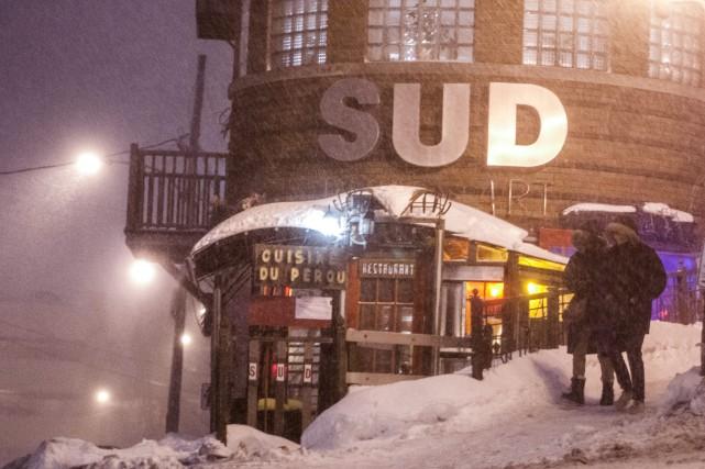 Les bourrasques de neige ont rendu la visibilité... (Photo Le Progrès-Dimanche, Michel Tremblay)