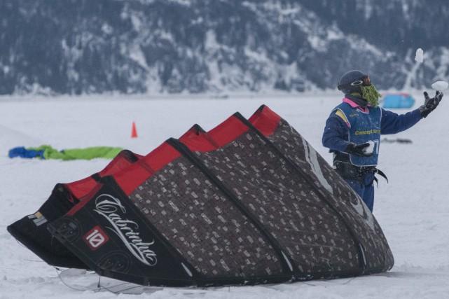 Les adeptes de kite sur neige trouvent toujours... (Photo Le Progrès-Dimanche, Michel Tremblay)