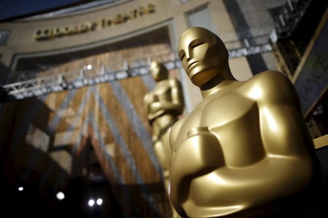 La cérémonie des Oscars, c'est beaucoup de paillettes et d'autosatisfaction,... (PHOTO LUCY NICHOLSON, REUTERS)