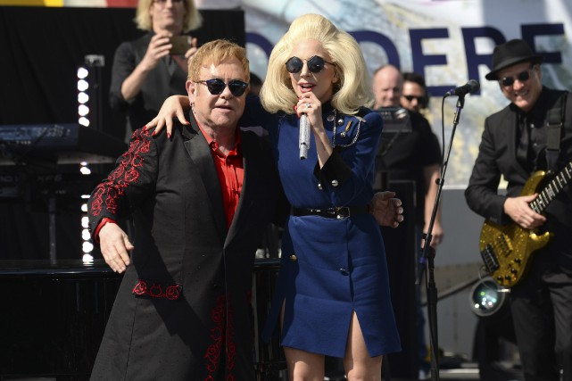 Pendant sa prestation de 70 minutes, Elton John... (AP, Evan Agostini/Invision)