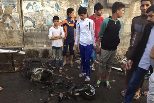 Les attaques et attentats sont fréquents à Bagdad,... (Photo AP)