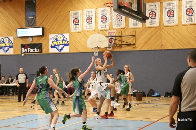Les Inouk du basket féminin a signé un... (archives La Voix de l'Est)
