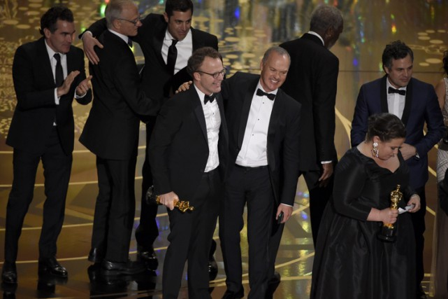 Le réalisateur de Spotlight Tom McCarthy, au centre,... (PHOTO AP)