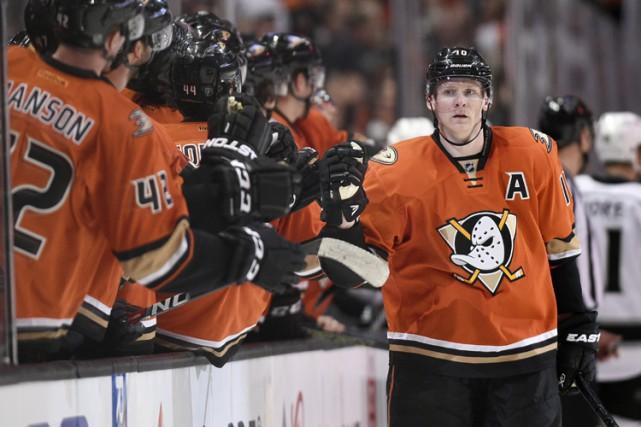 Corey Perry a réussi le neuvième tour du chapeau de sa carrière et les Ducks... (PHOTO AP)