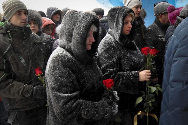Un homme a été rendu au mineur Vitaly... (PHOTO SEMEN VOLODIN, AP)