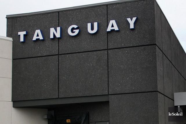 Lock out au centre de distribution d 39 ameublement tanguay for Meuble tanguay montreal