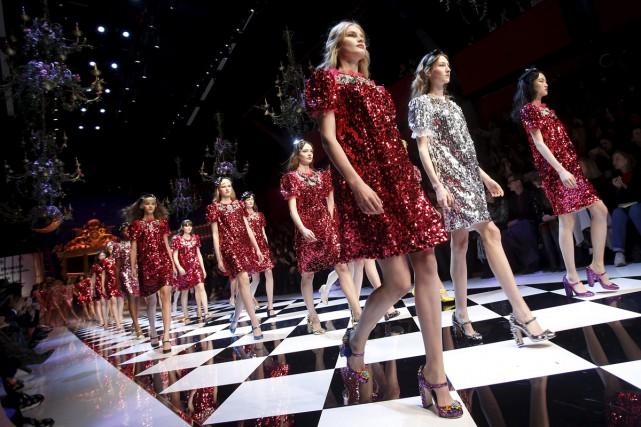 Parées de robes étincelantes ou d'ensembles plus minimalistes, les femmes ont... (PHOTO REUTERS)