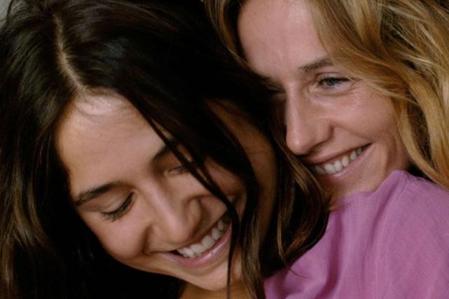 Izïa Higelin et Cécile de France dans La... (PHOTO AXIA FILMS)