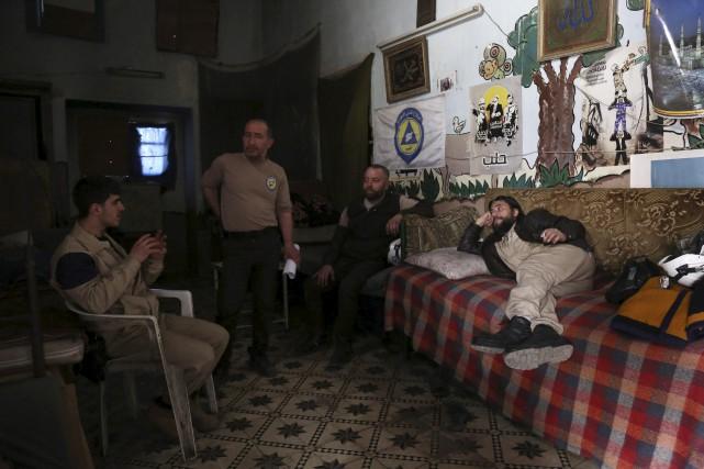 Les «casques blancs», la défense civile des régions... (AFP, Karam Al-Masri)