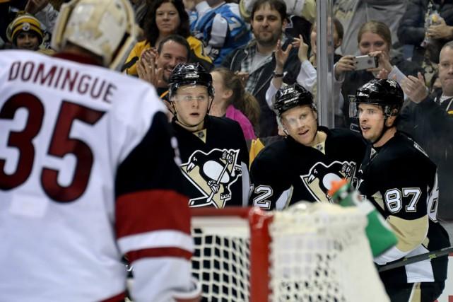 Patric Hornqvist a réussi un premier tour du chapeau en carrière alors que les... (PHOTO AP)
