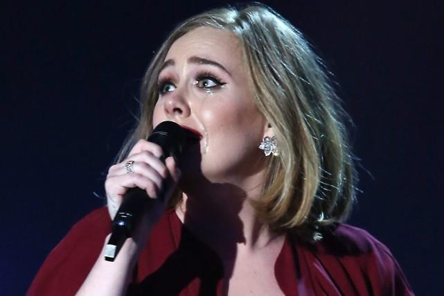 Adele lors des Brit Awards la semaine dernière... (PHOTO ARCHIVES AP)