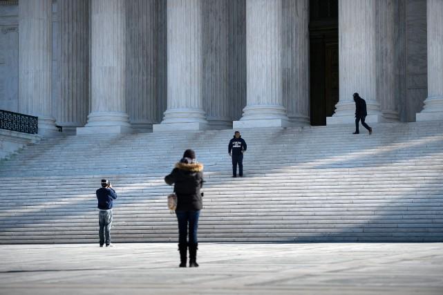 La Cour suprême va examiner une loi de... (PHOTO BRENDAN SMIALOWSKI, ARCHIVES AFP)