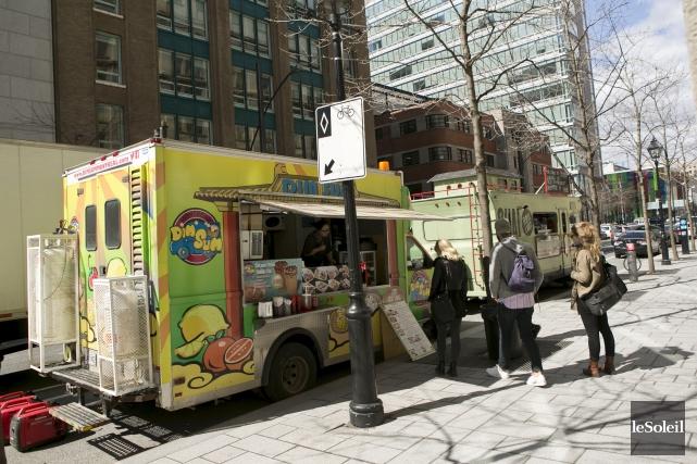 Un camions de cuisine de rue à Montréal... (Photothèque Le Soleil)
