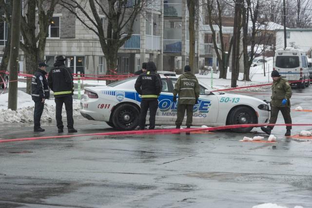Les policiers qui ont participé à la fusillade... (Spectre Média, Frédéric Côté)