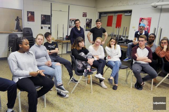Un groupe de huit jeunes lycéens de Bordeaux... (Photo Le Quotidien, Jeannot Lévesque)