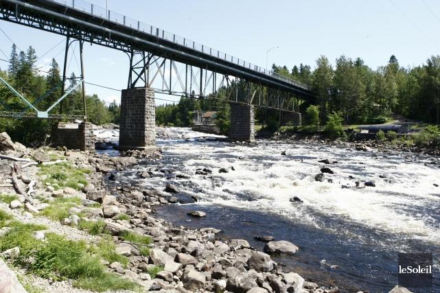 La rivière Jacques-Cartier, à Shannon... (Photothèque Le Soleil)